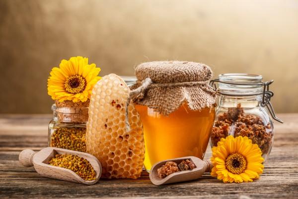 Что лечит мед