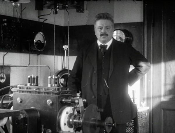 Вальдемар Поульсен со своим изобретением