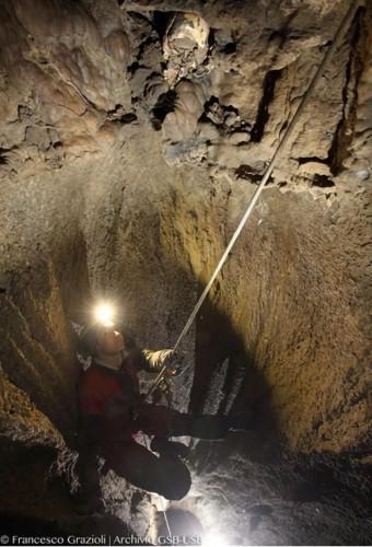 Череп нашли в пещере