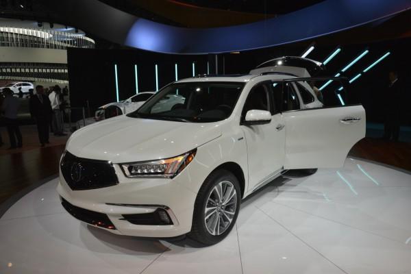 Acura представила обновленный MDX
