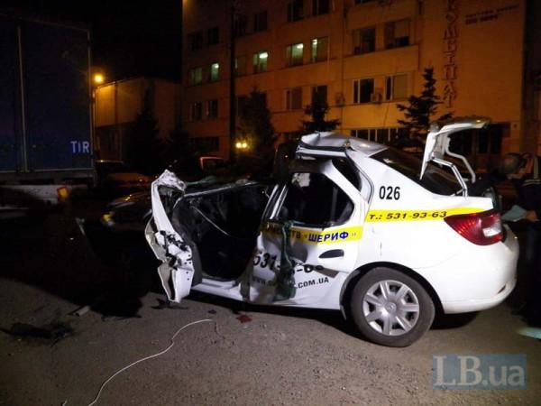 Renault попал в смертельную аварию в Киеве