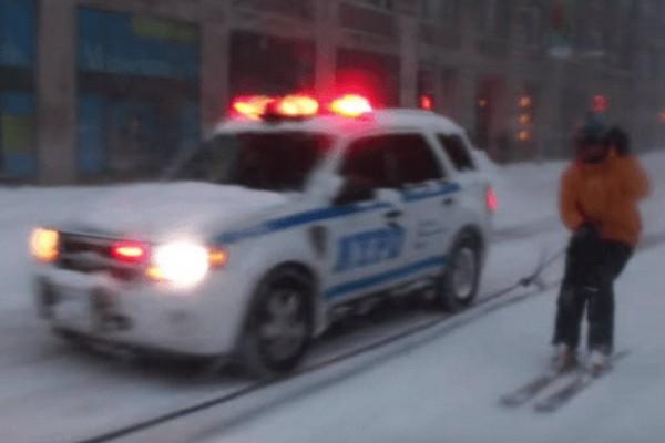Сноубордист обогнал полицейский автомобиль