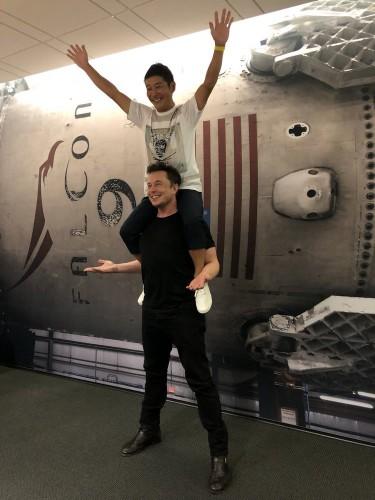 Илон Маск с первым туристом