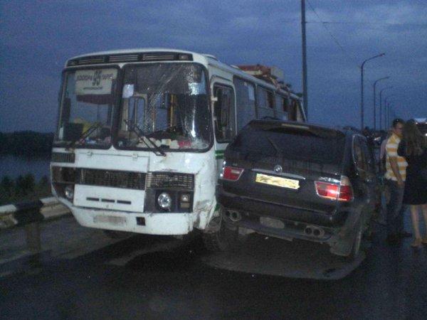 Водитель BMW покинул место аварии
