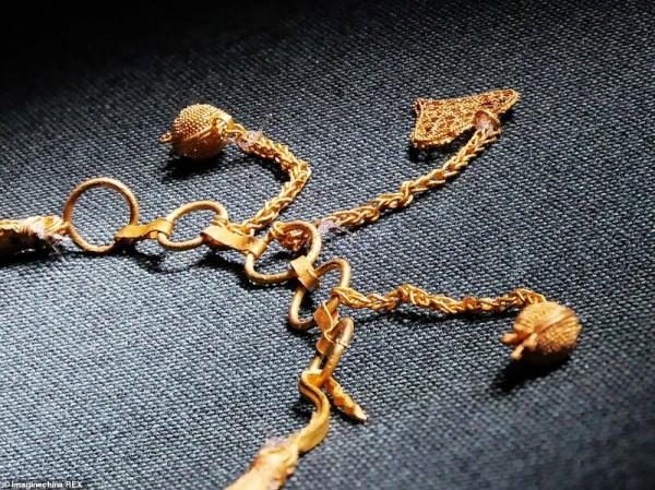 Застежка массивного золотого ожерелья