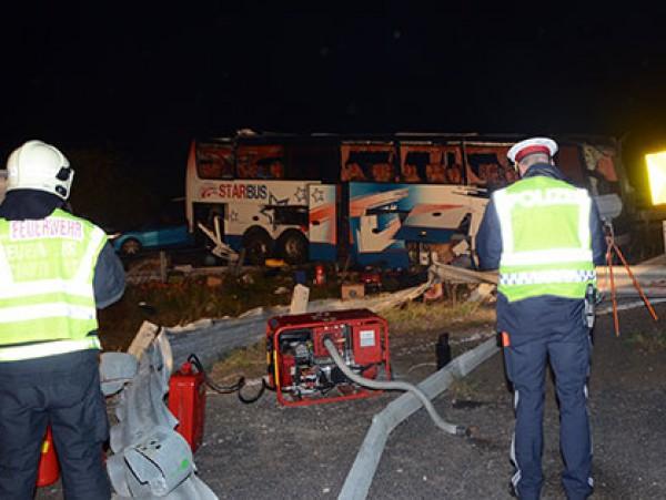 Автобус с украинскими номерами ночью слетел с автобана в Австрии