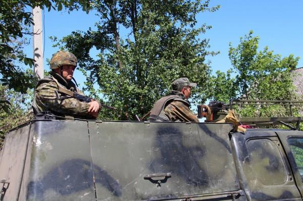 Военные перекрыли дороги