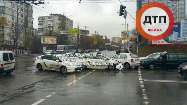 Авария с полицейским авто в Киеве