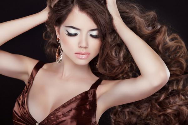 Как ухаживать за вьющимися от природы волосами