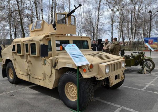 На американские HMMWV поставили пулеметы