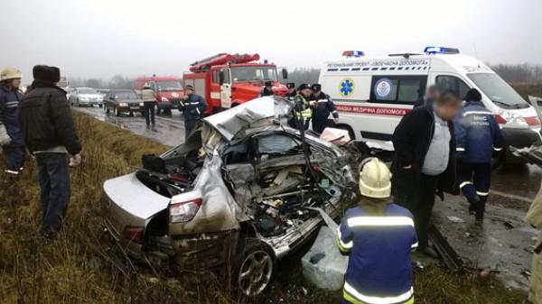 В ДТП под Донецком погибли водитель и пассажирка Lexus