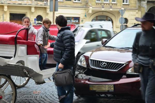 Никто не пострадал. Пассажиров кареты высадили.