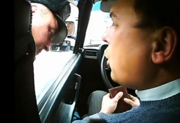 Гаишник «понюхал» водителя. В суде это назвали проверкой на алкоголь