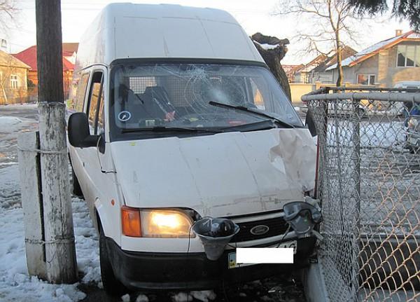 Форд бросили на месте аварии