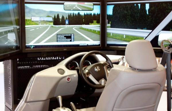 Симулятор вождения автомобиля поможет освоить езду на реальном авто