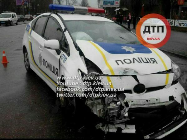 Автомобиль полиции не сильно пострадал