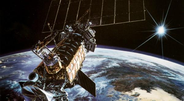 Спутник DMSP-19 в представлении хужожника