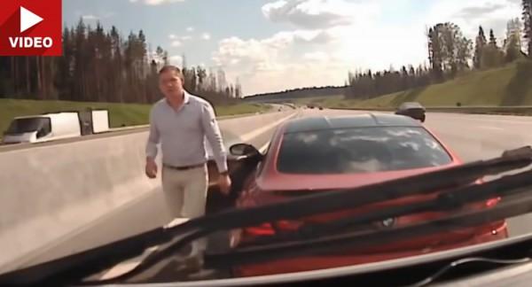 Российский водитель идет