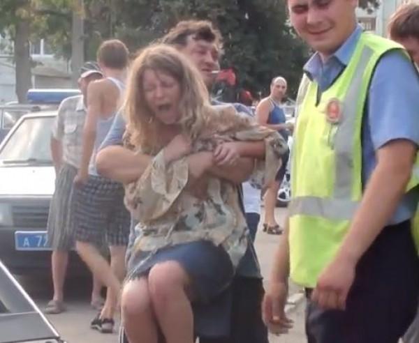 Хозяйка Мерседеса очень переживала за машину