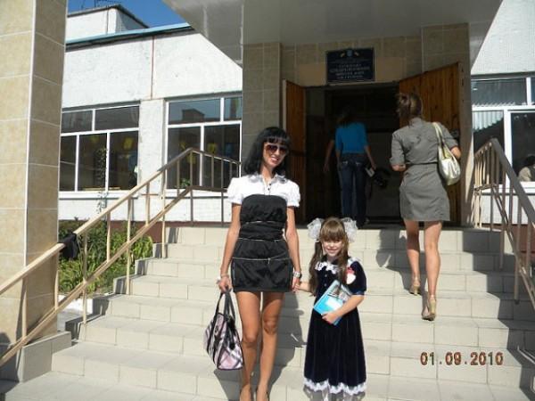9-летняя дочь Ольги лежит в больнице с тяжелыми травмами. Мать Ольги погибла.