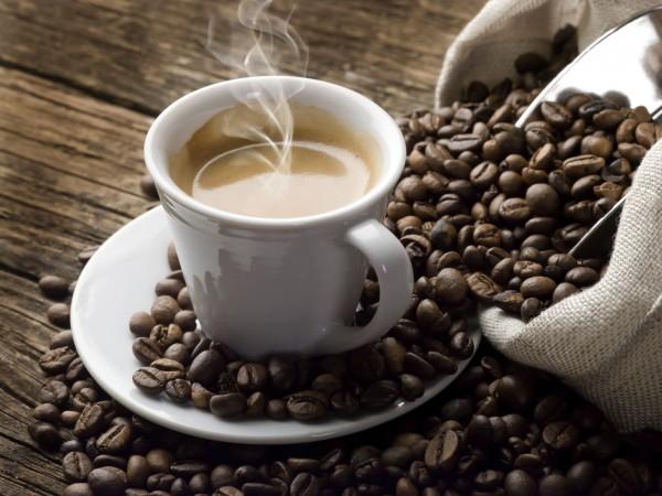 А еще с помощью кофе хорошо просыпаться