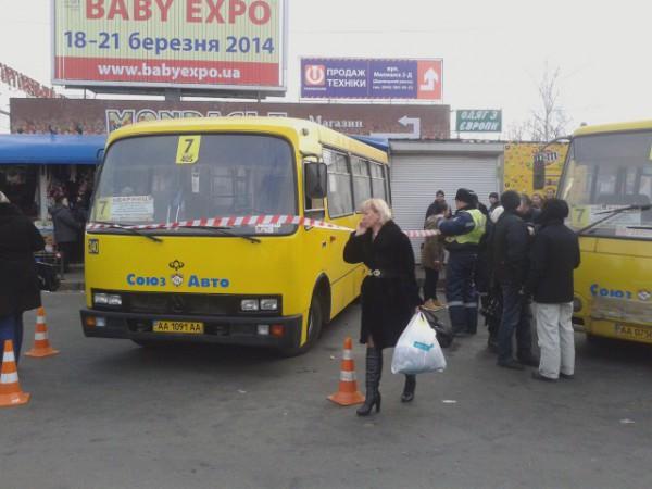 Возле Детского мира в Киеве маршрутка сбила людей