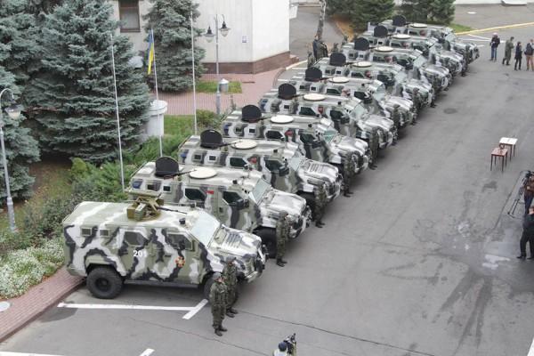 Автомобили у здания МВД