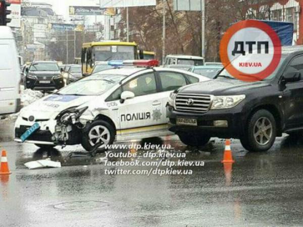 Столкновение двух Тойот в Киеве