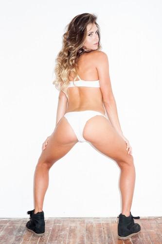 Калифорнийская модель Анастасия Ашли пыталась доказать фешн-фотографу, что умеет кататься на доске