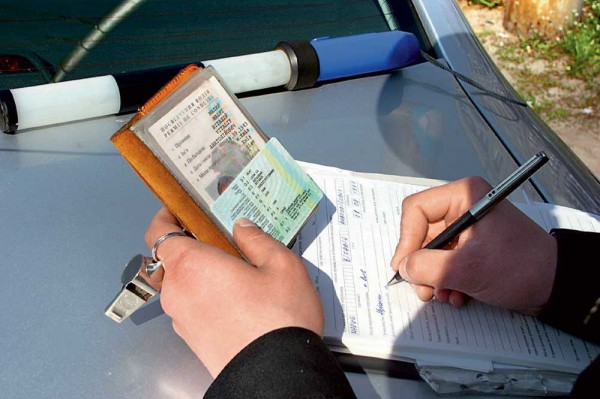 Автор законопроекта хочет исключить удостоверение водителя из списка документов, удостоверяющих личность