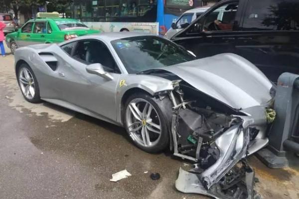 В Китае суперкар Ferrari 488 GTB врезался в другой Ferrari 488 GTB