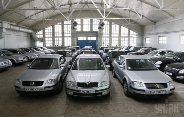 Кабмин продает автопарк. VW Passat 2.8 будет стоить около 100 тысяч гривен