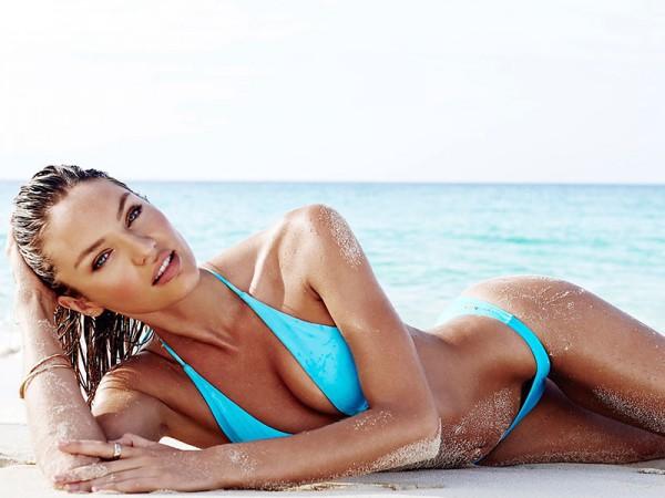 фото модели на пляже