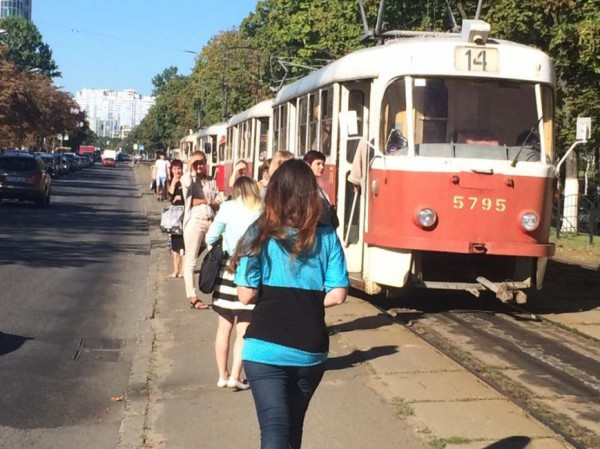 Трамваи возобновили работу