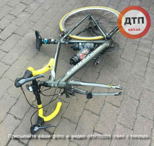 В Киеве бетоновоз смял девушку-велосипедистку