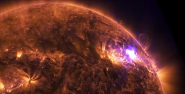 Солнечная вспышка выглядит как яркая вспышка света