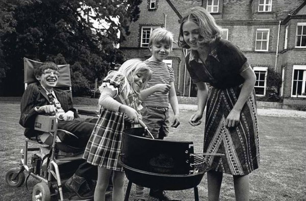 Стивен Хокинг с детьми и первой женой