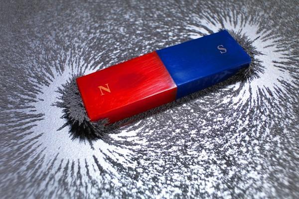 Магнит и электричество обладают похожими свойствами