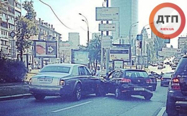 Rolls-Royce Phantom попал в аварию