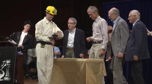 Нобелевские лауреаты готовятся проверить, могут ли феромоны одной дрозофилы испортить бокал вина