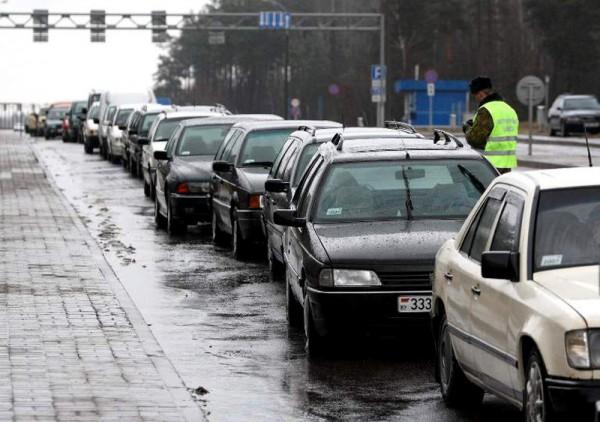 В пробке стоят 1600 машин