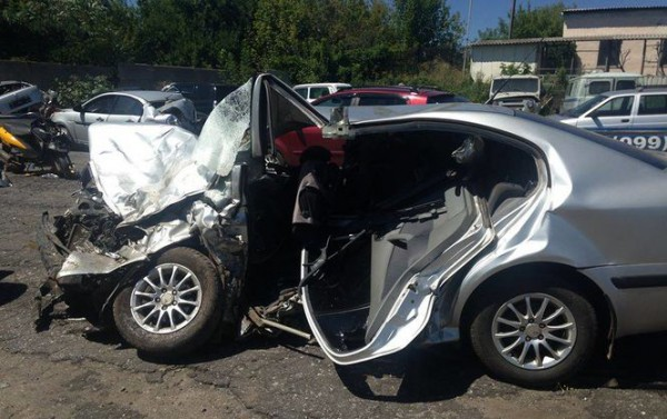 Skoda раздавлена, ее водитель погиб