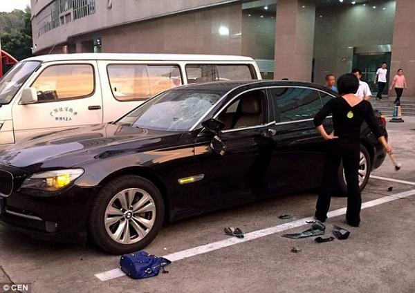 Женщина разбила новую BMW
