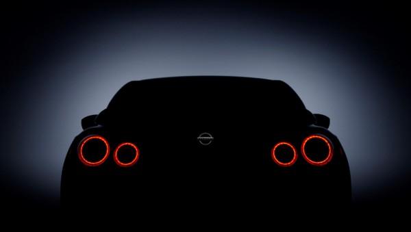 Nissan показал только корму новинки