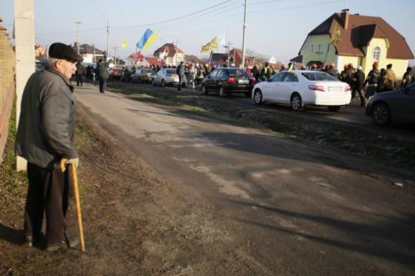 Гаишники интересуются участниками автопробега к Межигорью