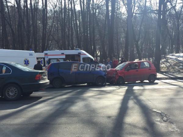 В результате аварии пострадали четыре человека.