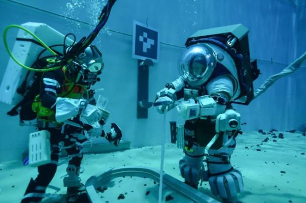 Испытание скафандра под водой