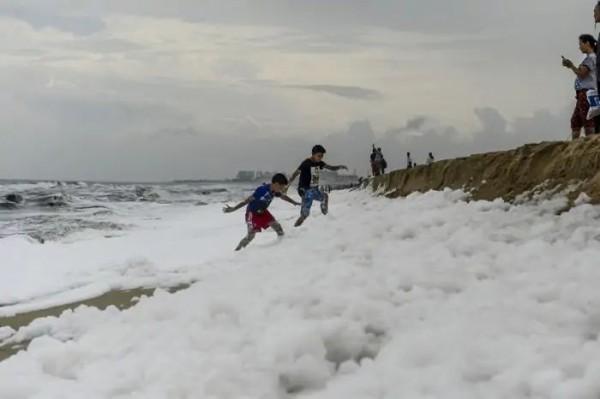 Пена на пляже