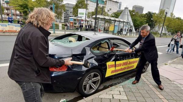 Владелец BMW обещает повторить акцию, если проблему не решат