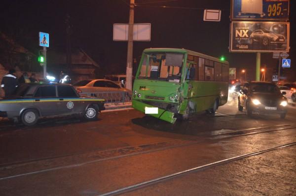 В аварии пострадали 17 человек